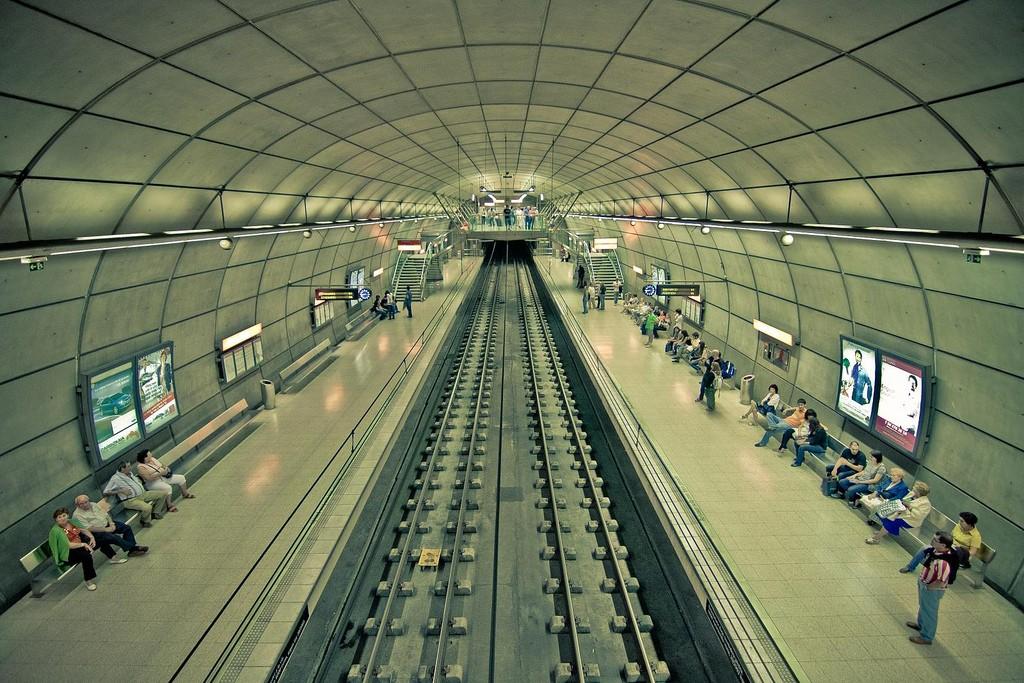 Tanto el metro de Bilbao como el de Barcelona ofrecen trenes nocturnos los sábados. Foto: Aitor Aguirregabiria.