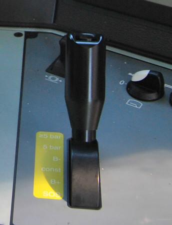 Mando de accionamiento del freno de aire comprimido en una locomotora de la serie 253.