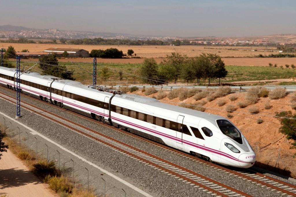 Prototipo del tren Oaris de CAF, un fuerte candidato a ganar el contrato de trenes nuevos de Renfe. Foto cortesía de CAF.