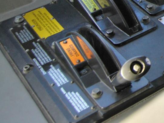 Palanca de accionamiento del freno dinámico de una locomotora 333, que es del tipo eléctrico reostático.