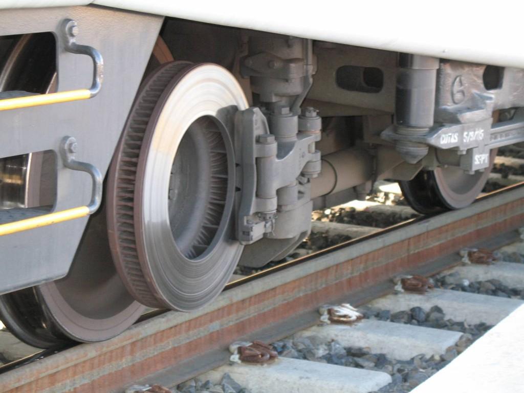 ¿Cómo frenan los trenes? En esta imagen vemos los discos de freno de un Caltrain estadounidense. Foto: Richard Masoner.