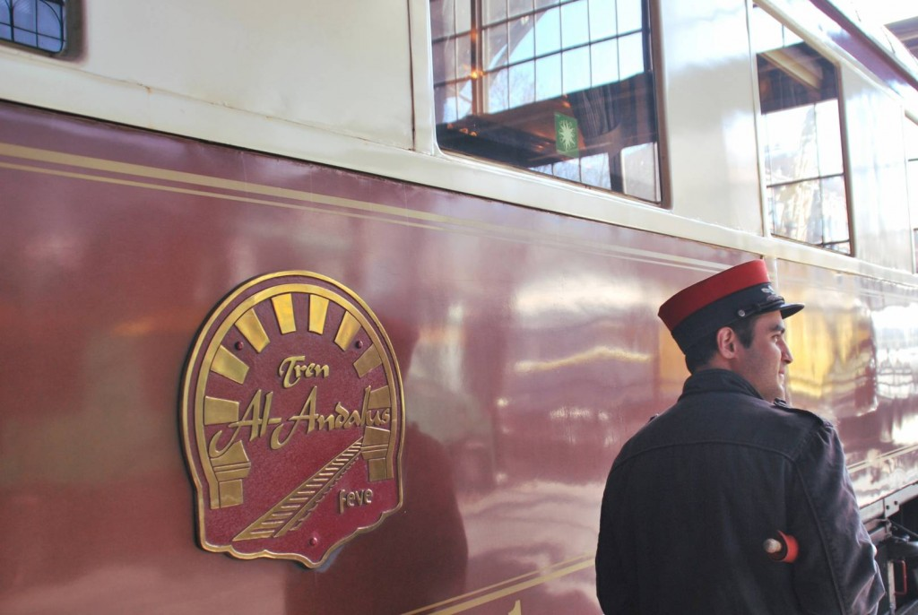 El Tren Al Andalus acompañado por un Jefe de Circulación del Ferrocarril de las Delicias. Foto: Albeto de Juan.