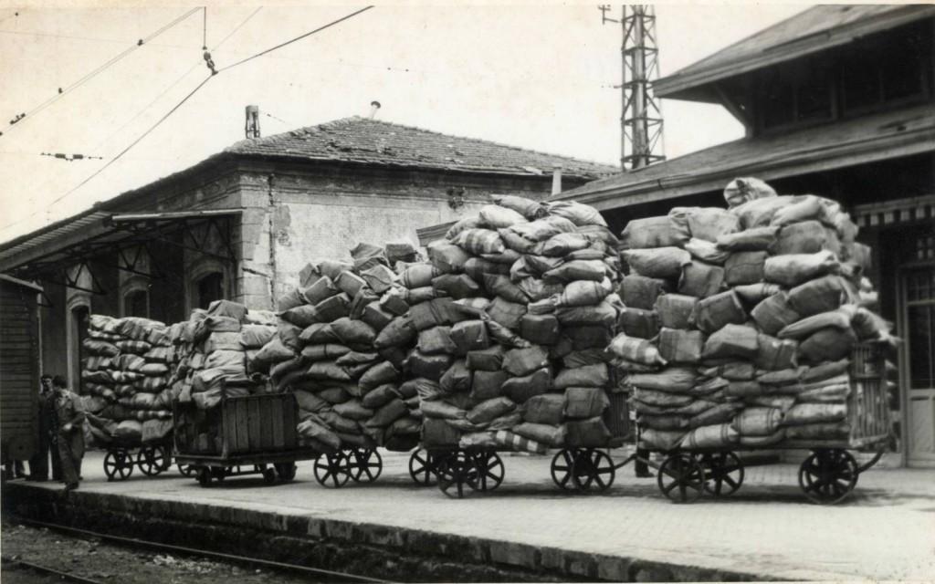 El tren correo se convirtió en el impulsor de la correspondencia. Foto: Correo Vasco.