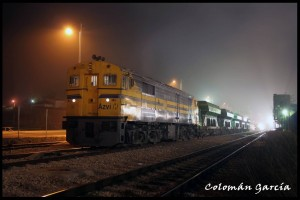 Tren de balasto encabezado por la Alco 1601 en Chiva. Foto: Colomán García.