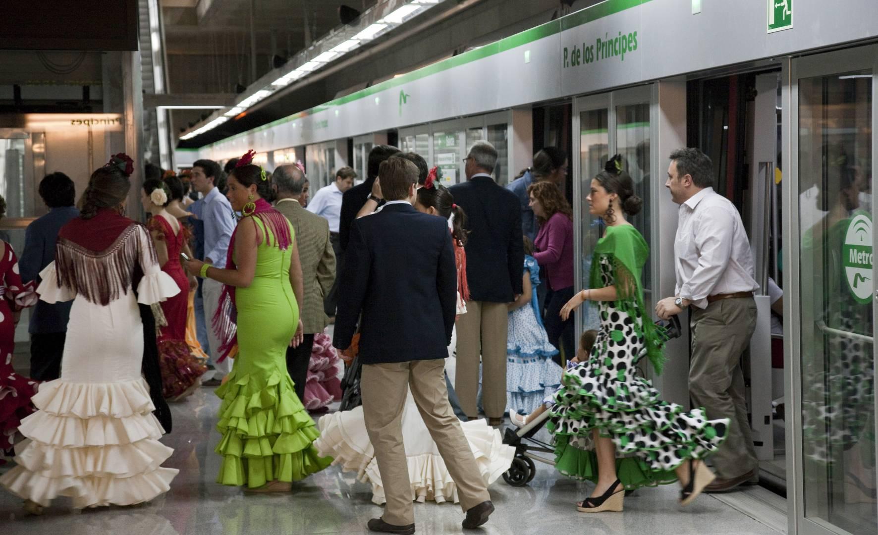 Metro de Sevilla espera un importante incremento de la demanda durante la Feria de abril 2015. Foto: AOP Andalucía.