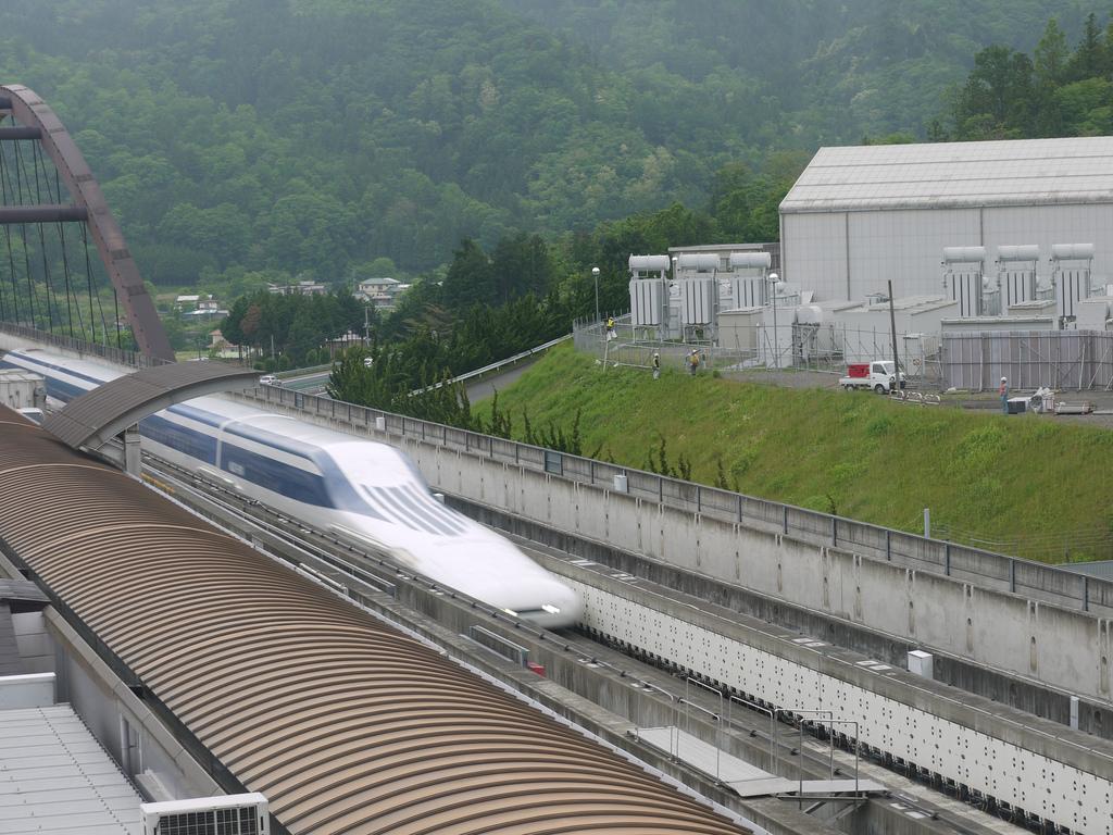 Los trenes maglev se posicionan como el futuro de los sistemas de alta velocidad, aunque más a largo plazo. Foto: ryoki.