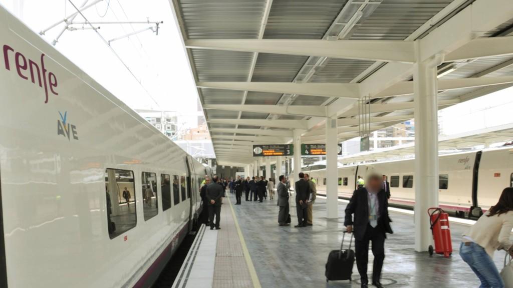 Tren AVE de la serie 100 en la inauguración de la LAV Albacete-Alicante. Foto: Alberto de Juan.