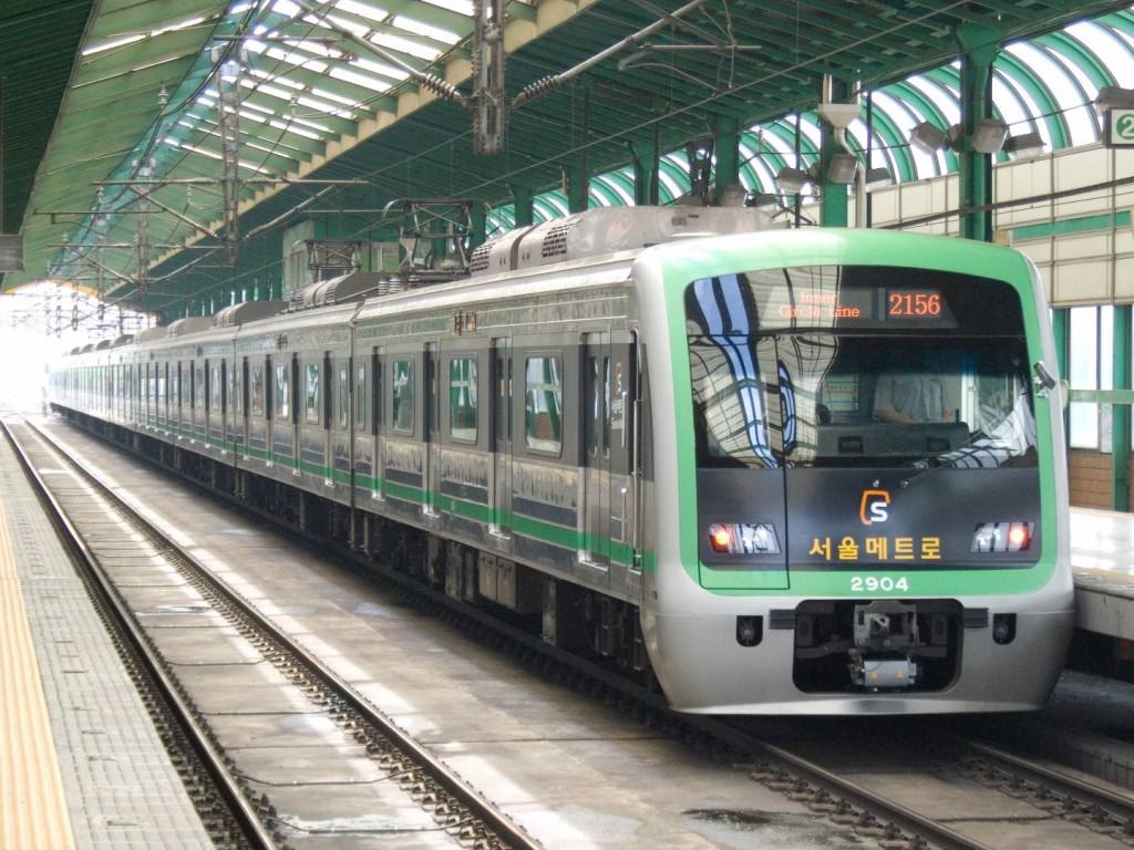 Tren de la serie 2000 del metro de Seúl. Foto: LERK.