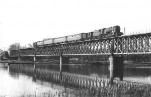 El tren correo se implantó en todas las rutas ferroviarias del país. Foto: Dannybmx.