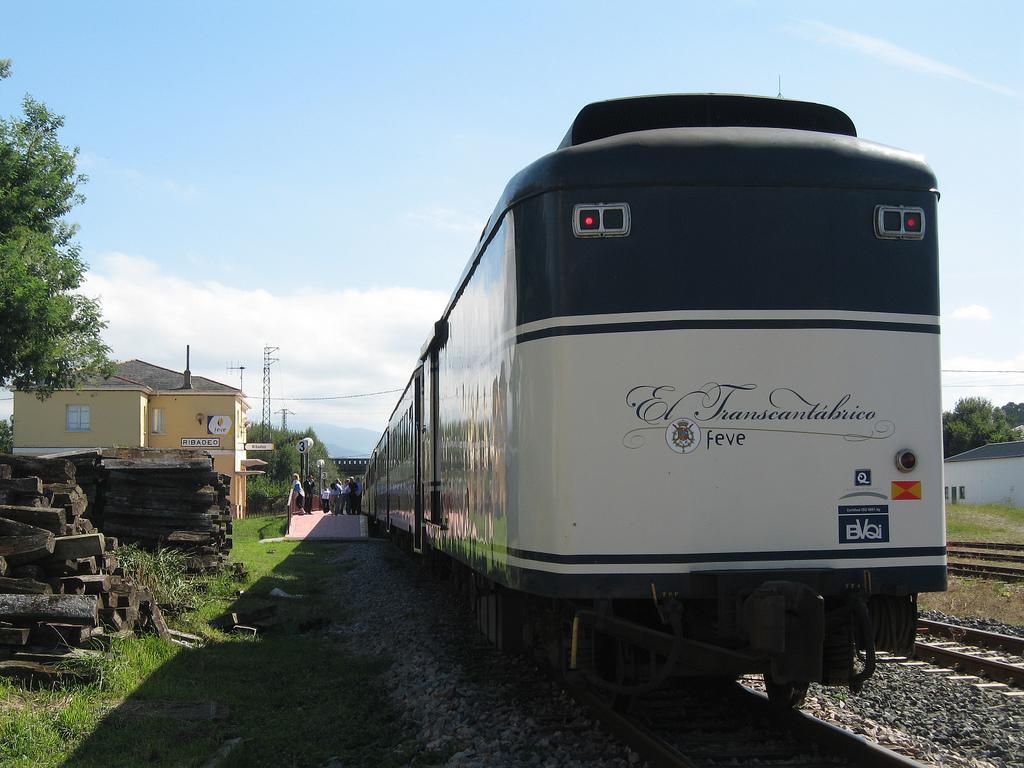 El Transcantábrico es uno de los trenes turísticos que recorrerán Galicia este verano. Foto: Simon Pielow.