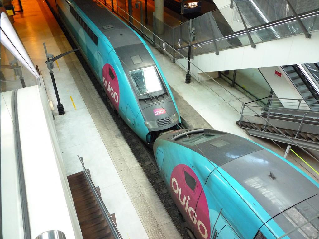 Los TGV Ouigo son las falsa competencia de los tradicionales, ya que todos son propiedad de SNCF. Foto: Clem.