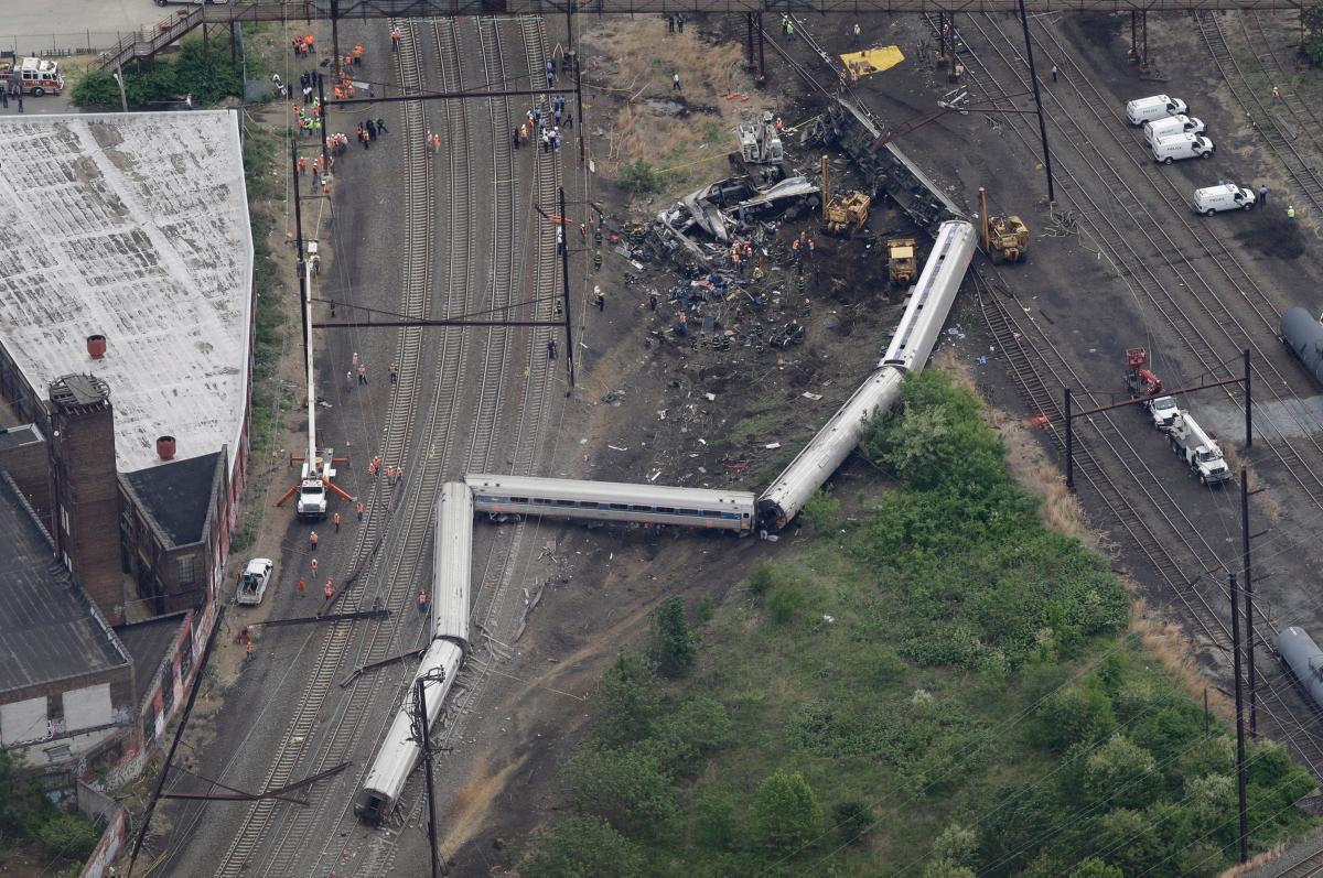 Imagen aérea del accidente de Filadelfia, provocado por el exceso de velocidad. Foto: Daily News.