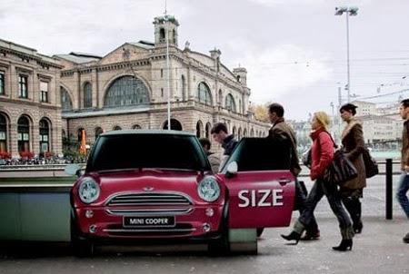 La publicidad en trenes es la más habitual, pero se pueden utilizar todos los elementos de la estación. Foto: Roszkowska.com.