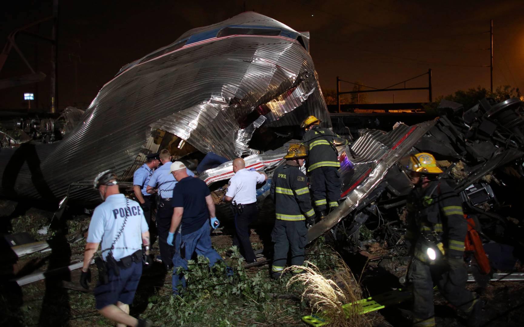 Estremecedora imagen tras el accidente ferroviario ocurrido la pasada noche en Filadelfia. Foto: NBC News.
