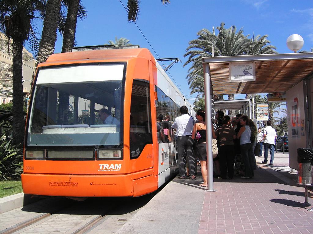 Esta inversión tiene como objetivo homogeneizar la línea 9 del Tram de Alicante con el resto de la red. Foto: Camera Obscura.