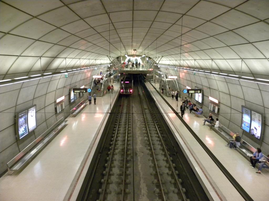 Metro Bilbao vuelver a dar servicio la noche de viernes y vísperas de festivo. Foto: JasonParis.