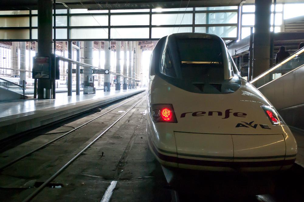 El AVE a Valencia es el principal aliciente para las empresas interesadas en competir con Renfe en el corredor levantino. Foto: Jesús Pérez Pacheco.