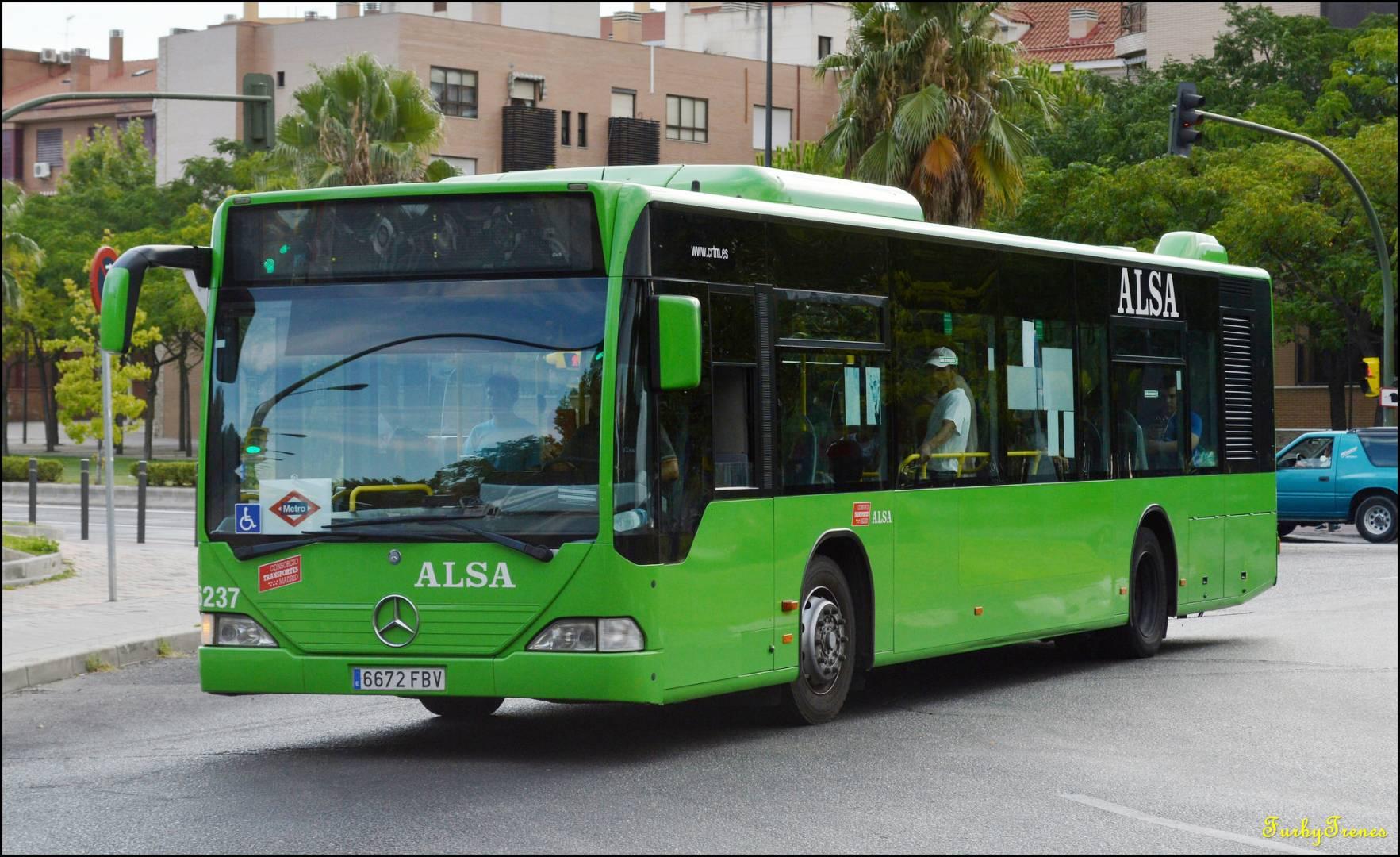 La Comunidad de Madrid ha puesto un servicio sustitutivo de autobuses para el cierre de Metrosur durante el verano de 2015. Foto: FurbyBuses.