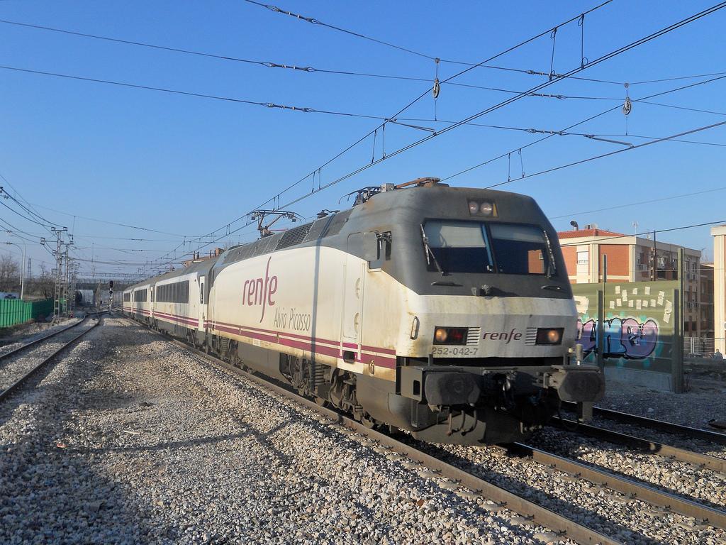 El Tren Picasso de Renfe partirá por primera vez este verano el 3 de agosto desde Bilbao. Foto: Trenero592.