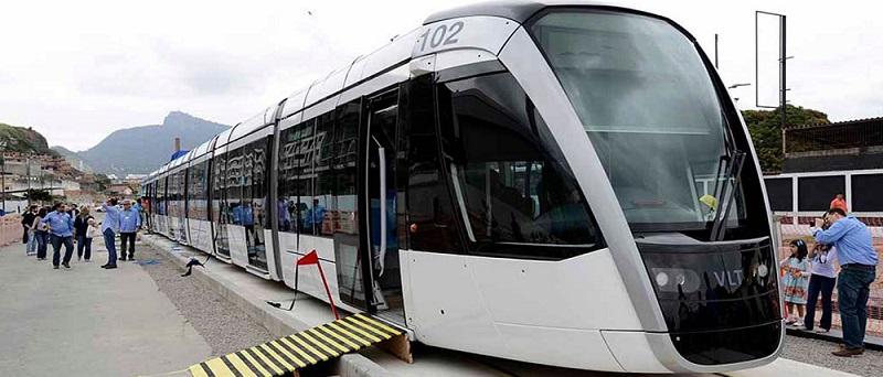 Imagen de la llegada del primer vehículo sin catenaria para el tranvía de Río de Janeiro. Foto: © Alstom.