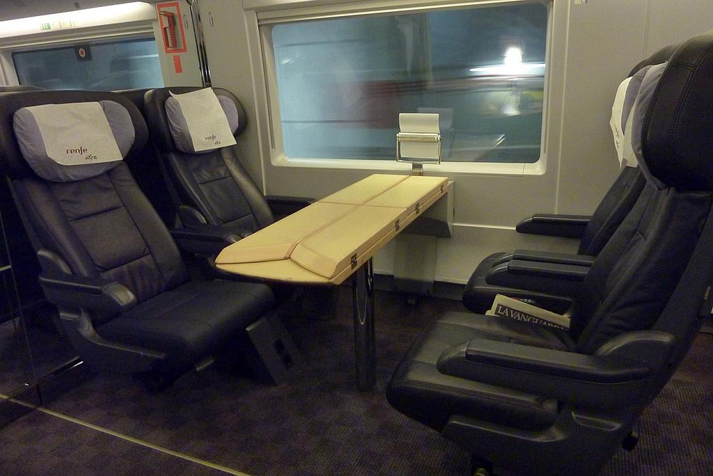 Los trenes AVE contarán con un servicio de WiFi ofertado de dos formas: gratuito en versión básica y de pago en versión premium. Foto: Fotero.