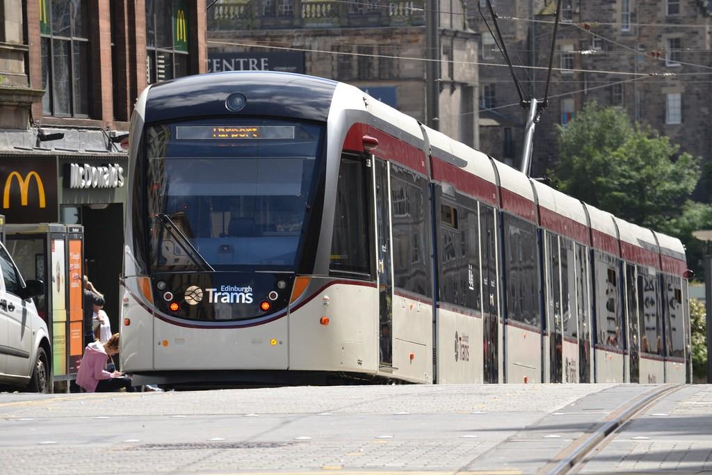 El tranvía es una infraestructura que requiere menos inversión que el metro, por lo que muchas ciudades optan por él. Foto: jambox998.