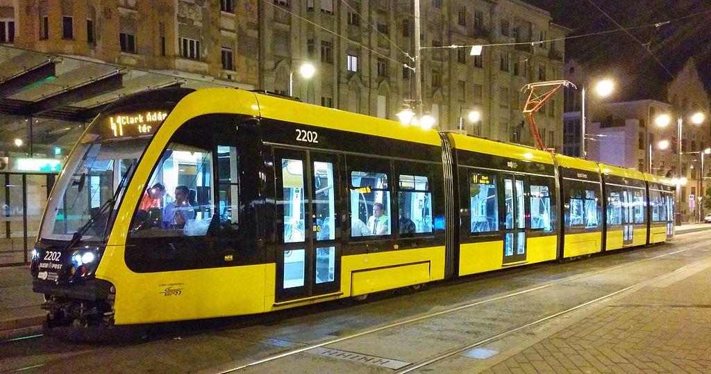 Los tranvías de CAF se han estrenado en Budapest. Foto: Hunyadym.