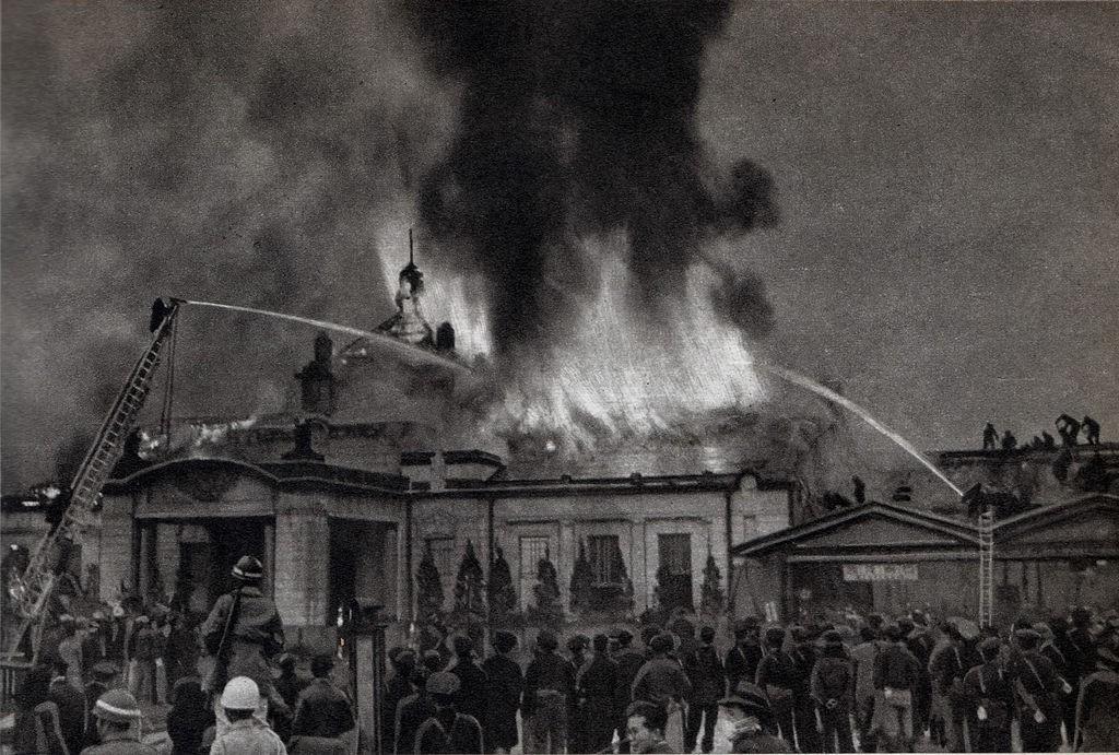 Imagen del incendio de 1950 que arrasó la estación de Kioto de estilo neoclásico. Foto: KAMUI.