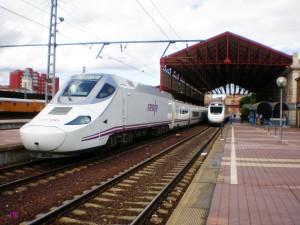 La antigua estación de León no verá a los AVE pasar, pues la LAV usa la denominada provisional. Foto: JT Curses.