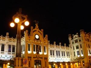 Foto nocturna de la estación de Valencia Nord, tomada por Samuel Negredo.