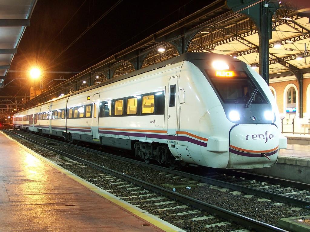 La CNMC lisita su propio estudio para analizar la oferta y demanda potencial de las líneas ferroviarias en un escenario de liberalización. Foto: Fotografías varias.