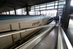 Telefónica implantará la red WiFi en los trenes AVe y también en las estaciones de Cercanías. Foto: Jesús Pérez Pacheco.
