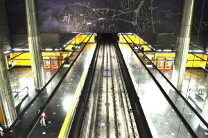 Hoy se decide si el anuncio de la presidenta da le Comunidad de Madrid de contratar a nuevos conductores es suficiente para decsonvocar la huelga prevista en Metro de MAdrid para mañana. Foto: Sharon Hahn Darlin.
