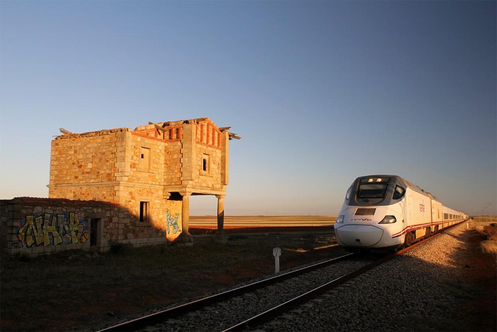 Un Alvia 730 en las proximidades de Zamora, haciendo el servicio del Frankenstein 04155. Foto: rbrtsch.