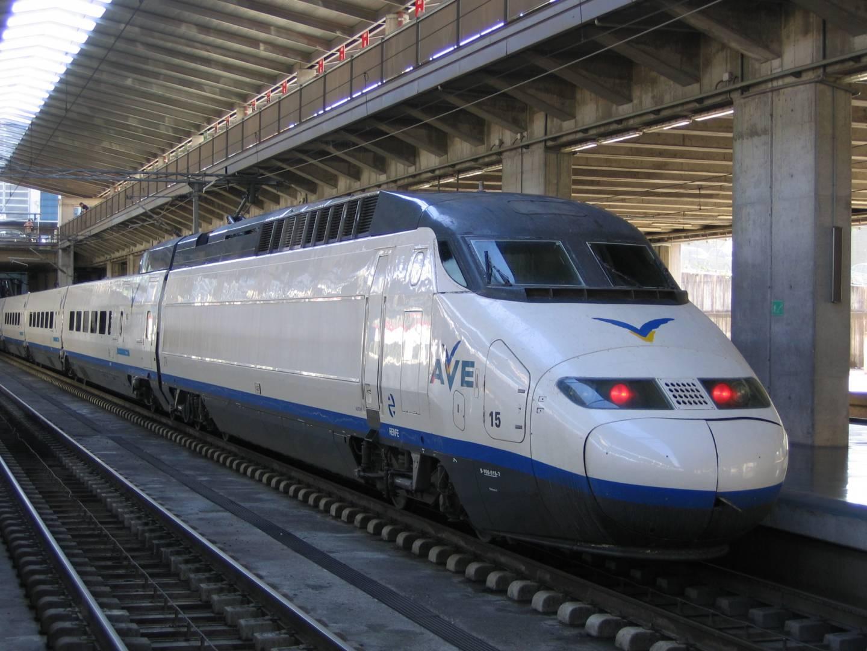 Un AVE de la serie 100, el primer tren, junto al Talgo 200, de alta velocidad español. Foto: dewet.