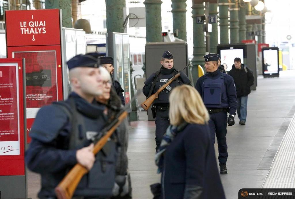 Control policial en Gare du Nord un día después de los atentados de París. Foto: © REUTERS/Yves Herman