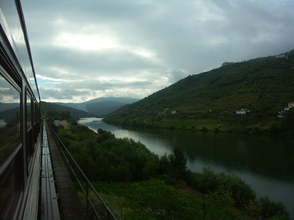 Google Maps ya permite disfrutar de algunos de los paisajes ferroviarios más impresionanres de Portugal.