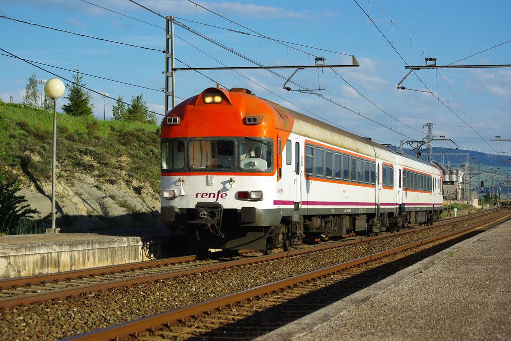 Tren de la serie 432, uno de los automotores eléctricos más longevos de Renfe, pues estuvieron 39 años en servicio, hasta 2010. Foto: André Marques.