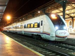 El 449-054 haciendo el servicio Media Distancia Madrid-Palencia. Foto: varias fotografias.
