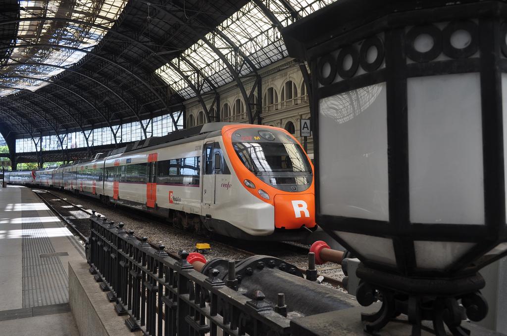 La instalación del sistema ERTMS en Cercanías Barcelona tiene como principales objetivos el aumento de la capacidad y de la fiabilidad de la red. Foto: Rafael Miro.
