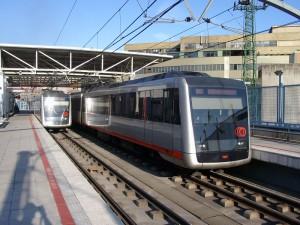 Dos trenes de la serie 550 en la estación de Bolueta. Foto: Daniel Erler (Reveal).
