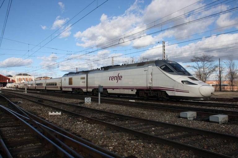 El 17 de diciembre entra en servicio la alta velocidad en Zamora con trenes de la serie 730 y los Alvia gallegos yendo por la convencional. Foto: Daniel Luis Gómez Adenis.