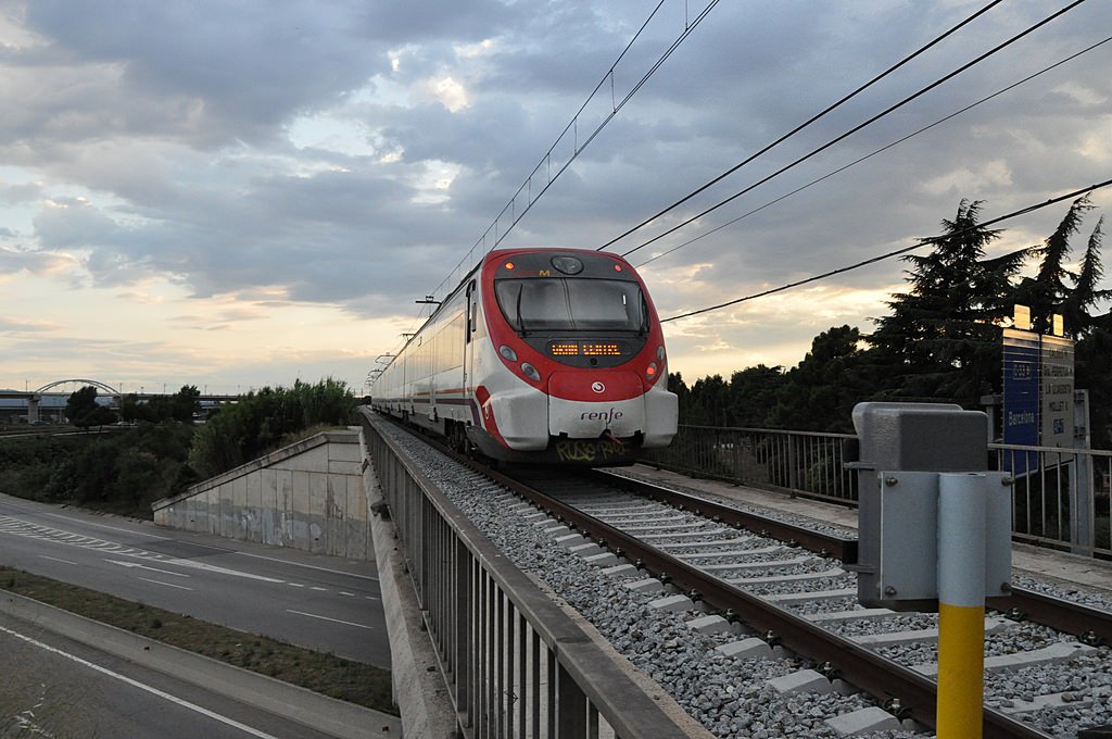 La línea R-8 de Cercanías Barcelona ha sido la más perjudicada por el robo del cable. Foto: JT Curses.