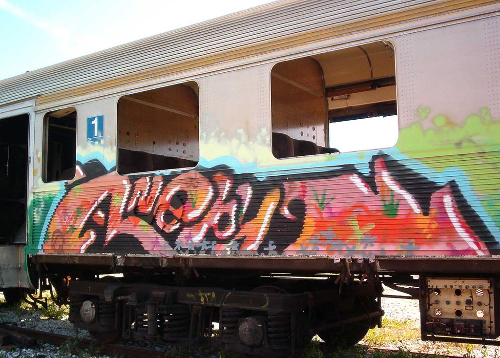 Pintar grafitis en trenes es una actividad delictiva que conlleva un riesgo del que muchas veces no se habla. Foto: Manuel Faisco.