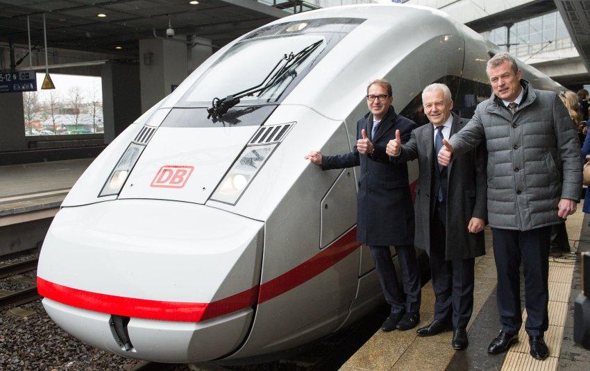 Las autoridades presentando el nuevo ICE 4 en la estación berlinesa de Südkreuz Foto: Bernd von Jutrczenka/dpa +++(c) dpa - Bildfunk+++