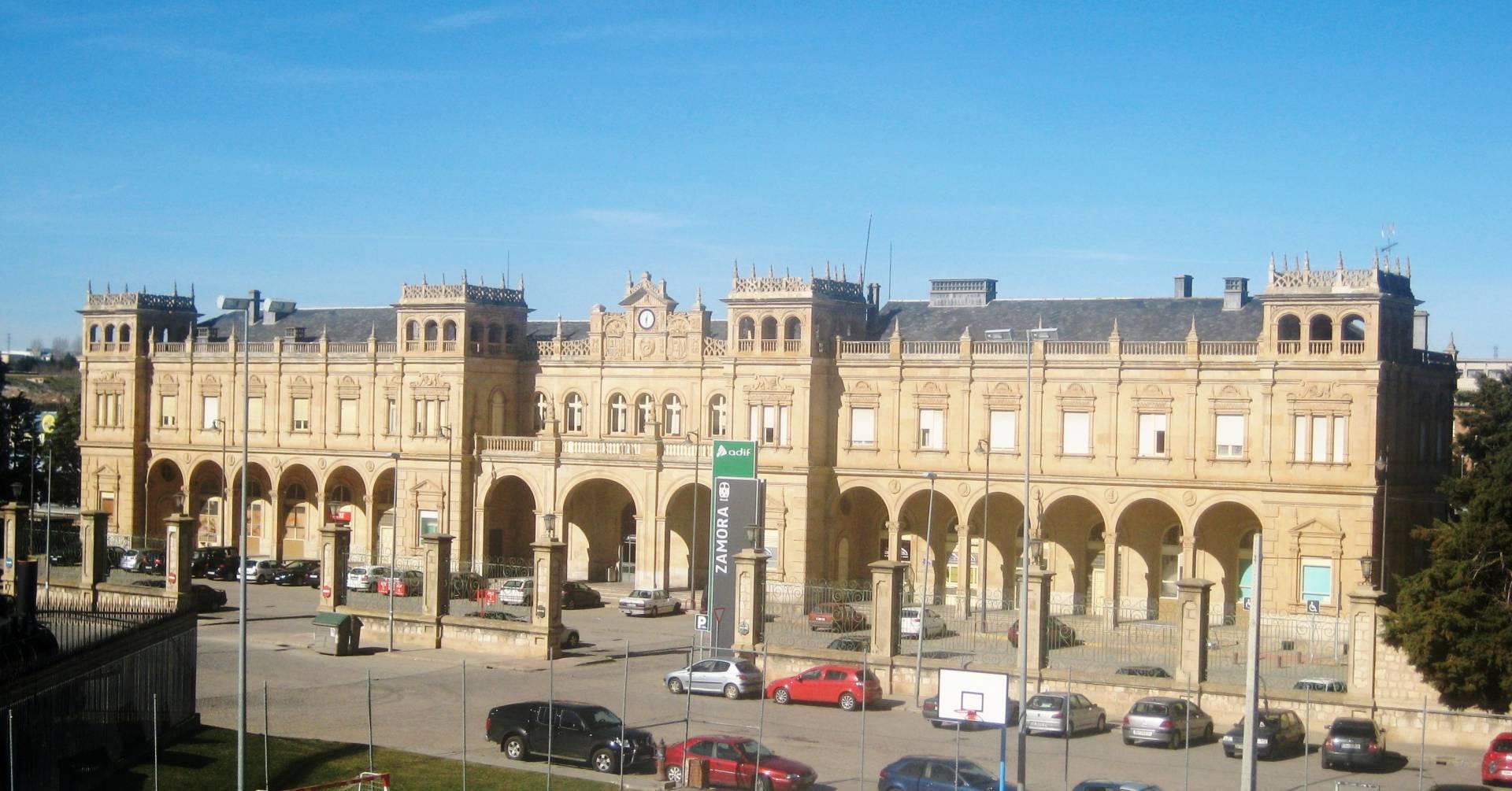 La estación de Zamora estrenará mañana el nuevo tramo de la LAV Madrid-Galicia y recibirá su primer tren eléctrico en servicio. Foto: Outsinn.