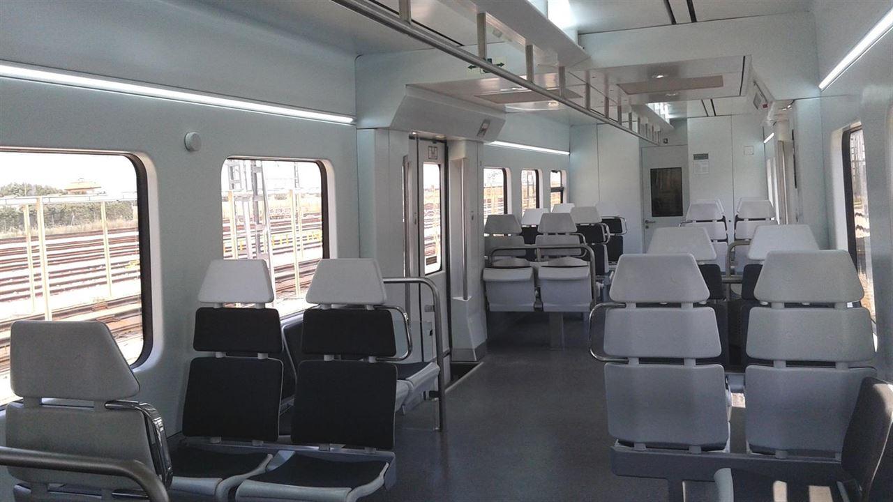 Imagen del interior de los trenes 446 remodelados que se estrenan en la línea C-5 de Madrid. Foto: © Europa Press.