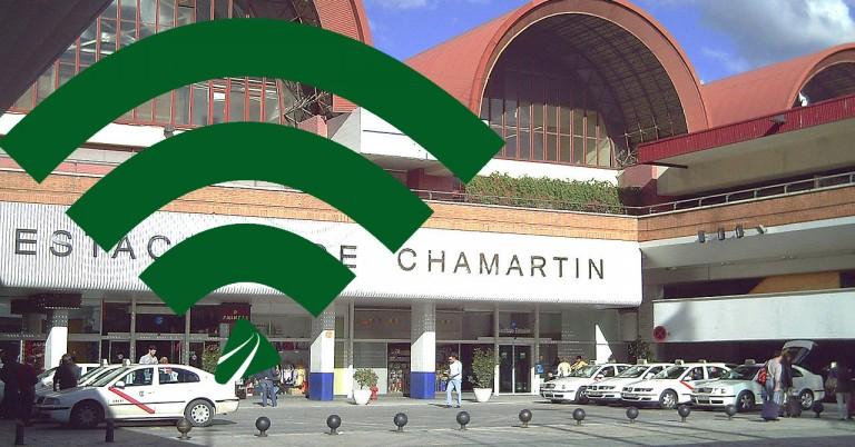 Adif estrena Wifi gratuito en la estación de Chamartín. Foto de fondo: Luis García.