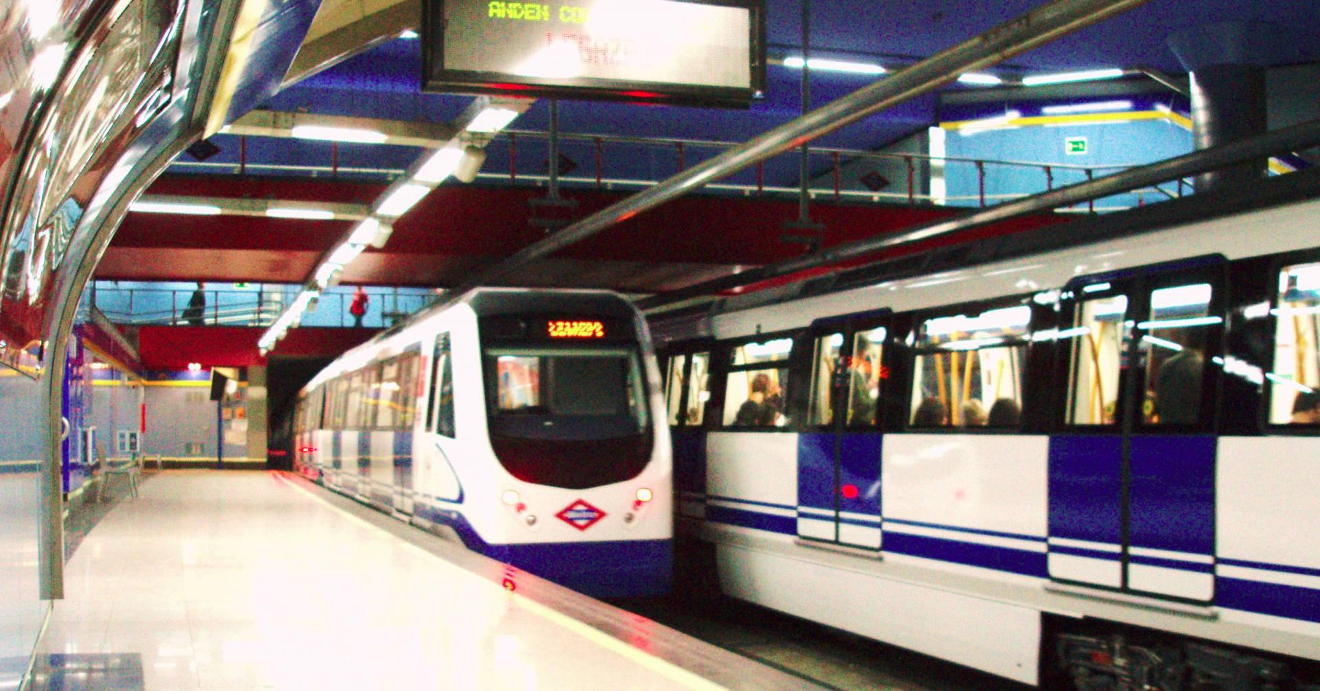 Trenes de la serie 3000, como los que irán a la línea 5, en Ventura Rodríguez. Foto: Benedicto16.