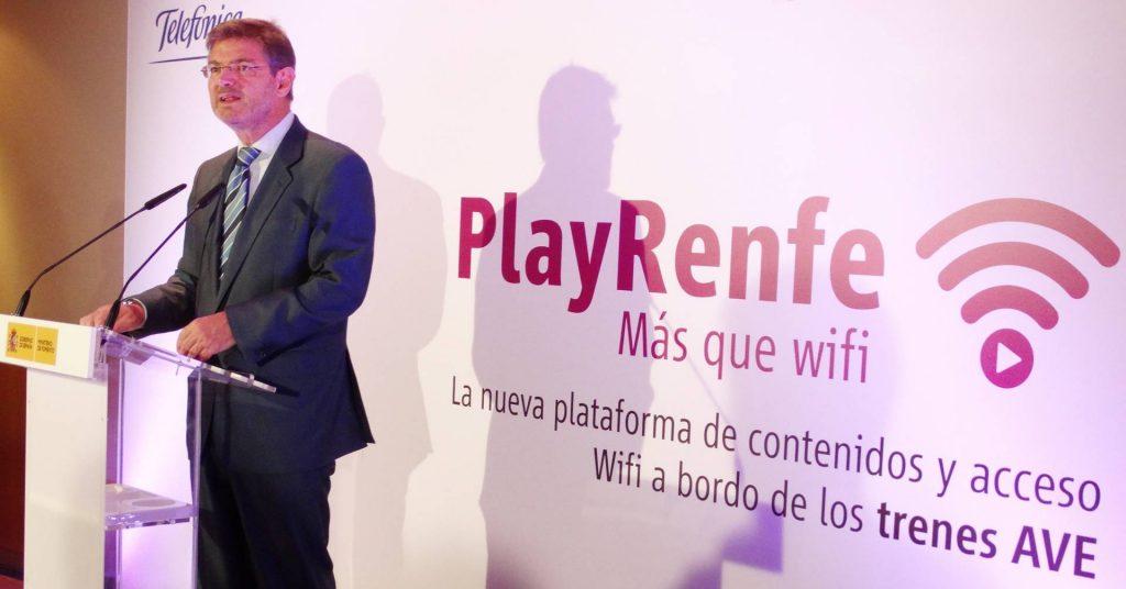 El ya ex-ministro interino en funciones de Fomento, Rafael Catalá, presentando PlayRenfe en Puerta de Atocha. Foto: Cristina Tolosa.